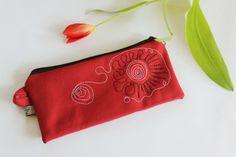 Rotes Täschchen Schminktasche bestickt von kleidzeit Nr. E10- gift mom, mini purse, red clutch, mini bag, unique gifts for women, makeup bag von kleidzeit auf Etsy