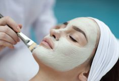 beauty Treatments facial - The 5 Types of Facials That Are Worth the Money Types Of Facials, Anti Aging Facial, Skin Care Tips, Lips, Make Up, Personal Care, Beauty, Feels, Skincare