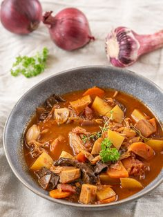 Pot Roast, Thai Red Curry, Ethnic Recipes, Food, Carne Asada, Roast Beef, Essen, Yemek, Eten