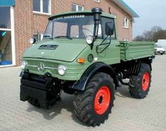 Get out my way - Mercedes Benz Unimog