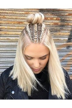 Braids With Hair Rings for Music Festivals Teen Vogue Curly Hair Styles, Natural Hair Styles, Hair Braiding Styles, Hair Hoops, Cool Braids, Teen Vogue, Easy Hairstyles, Beautiful Hairstyles, Short Braided Hairstyles