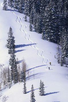 Szlaczek na śniegu pozostawiony przez sportowców! Piękny widok z góry! :)