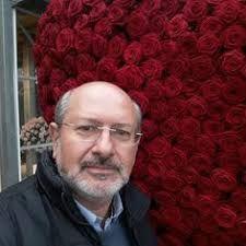 dimitris papadakis floral art - Αναζήτηση Google Art Floral, Art Google, Winter Hats, Flowers, Flower Art, Royal Icing Flowers, Florals, Flower, Bloemen