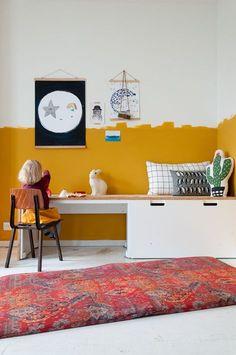 Slaapkamer van Hella met okergele muur en playmat in het interieur van Alexandra. Kijk mee in het fa Yellow Kids Rooms, Bedroom Decor, Decor Room, Home Decor, Casual Bedroom, Kids Bedroom, Bedroom Ideas, Kids Wall Decor, Yellow Walls