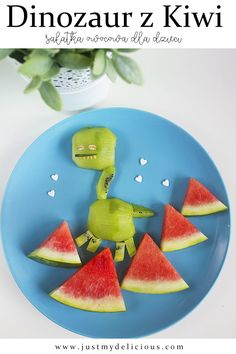 Dinosaur made with kiwi fruit and watermelon mountains are delicious frut salad for kids. Breakfast, dessert or supper can be fun with such cute dinosaur! Breakfast Dessert, Breakfast For Kids, Salads For Kids, Cute Dinosaur, Cute Food, Kiwi, Fruit Salad, Food Styling, Food Art