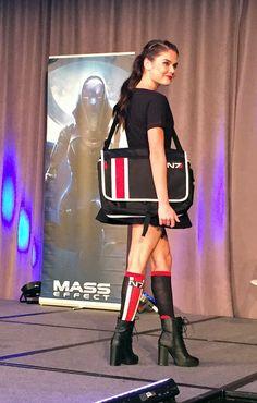 BioWare Fashion show: Mass Effect -  N7 bag & socks #geekfashion
