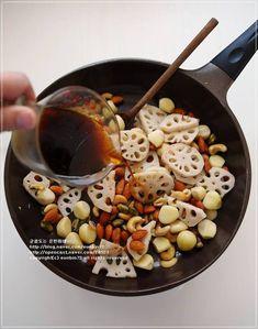 연근 마늘 견과류 조림 ★ 보약보다 좋은 환절기 건강 반찬 – 레시피 | 다음 요리 Home Recipes, Asian Recipes, Easy Cooking, Cooking Recipes, Korean Side Dishes, Vegetable Seasoning, Korean Food, Food Photo, Food And Drink