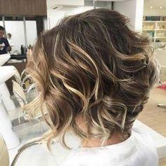 Para el 2017, las tendencias en cabello marcan una fuerte inclinación hacia las mechas. Podrás optar por diversos estilismos para verte súper moderna y sexy este año, incluso mechas para pelo corto. En esta nueva temporada se ofrecen una amplia gama de estilos y colores en lo que a cabello …