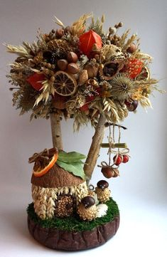 Best 12 How to make topiary. Fall Crafts For Kids, Crafts To Do, Diy Crafts, Wreaths Crafts, Christmas Diy, Christmas Wreaths, Christmas Ornaments, Fruit Crafts, Deco Nature