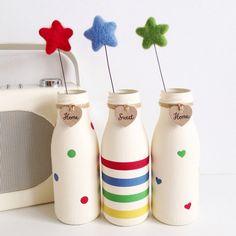 Set of three hand painted mini milk bottles with felt star flowers Diy Bottle, Wine Bottle Crafts, Mason Jar Crafts, Mason Jar Diy, Bottle Art, Starbucks Bottle Crafts, Starbucks Bottles, Mini Milk Bottles, Bottles And Jars