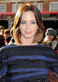 Emily Blunt's Insanely Gorgeous Black and Navy Look #beauty