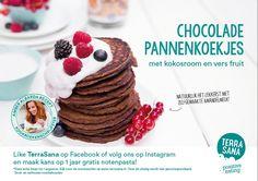 Het recept van de maand is deze keer helemaal feestproof. Amber Albarda bedacht een heerlijk #recept voor, jawel, #chocoladepannenkoekjes! Helemaal compleet gemaakt met opgeklopte kokosmelk en lekker vers fruit. Een verrukkelijk recept voor een lekker feestelijk ontbijt, een uitgebreide brunch of een gemakkelijke lunch. #pancakes #healthy #recipe #amberalbarda