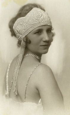 1918 ~ Love these types of headpieces ~ especially the wedding veils that utilize this concept ~ NMB ~ Aug 2013 ~