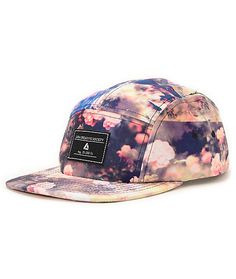 The only thing nicer than a bouquet of roses is the Lira Girls Roses Natural 5 panel hat. A true girls best friend with the all-over floral rose print with a soft mesh lining and strapback sizing piece to give the Lira Girls Roses 5 panel hat comfortable