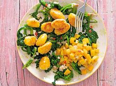 Low Carb Diätplan: Rezept für Bergkäse-Gnocchi mit Spinat