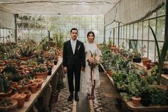 Two Latin hearts get married in Lisbon. Natalia as a graphic designer and illustrator and Armando as a painter, these two loving souls chose the Botanical Garden of Ajuda to make true their dream wedding, surrounded by nature and the closest friends. Got Married, Getting Married, Wedding Planner, Destination Wedding, Our Wedding, Dream Wedding, Cactus Wedding, Over The Moon, Some Pictures