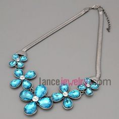 Fabulous chain necklace decorated with blue crystal flower & rhinestone