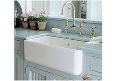 Farmhouse kitchen sink. Absolutely essential.