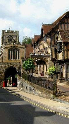 Tudor houses in Warwick, leading away from the main road to the medieval church.