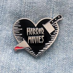 Horror Movies Black Silver Heart Enamel Pin Bloody Kitchen Knife – Scary Slasher film Spooky Fashion Lapel Accessory Gift Stocking Stuffer Horror Movies Black Silver Heart Enamel Pin with Bloody Kitchen Knife – Scary Slasher fanático de la película Spook Scary Movies, Horror Movies, Comedy Movies, Emo, Movie Black, Jacket Pins, Cool Pins, Pin And Patches, Stickers