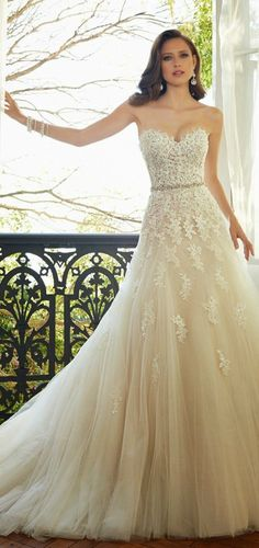 I want this! <3 #Wedding #Dress Inspirations