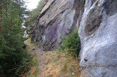 Otro rincón del camino con paredes imponentes