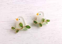若草色の小鳥ピアスorイヤリング Diy Jewelry Rings, Resin Jewelry, Jewelry Crafts, Resin Crafts, Resin Art, Uv Resin, Handmade Felt, Handmade Crafts, Cute Crafts
