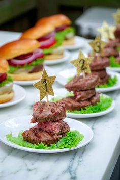 The Best Meat for Burgers, our Omaha Steaks Burger Taste Test Brisket Burger, Wagyu Burger, Taco Burger, Beef Burgers, Best Meat For Burgers, Beef Appetizers, Omaha Steaks, Cheeseburger Recipe, Beef Skewers