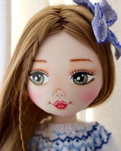 Doll Face A guide to painting a cloth doll By Bobby Hawcutt This step by step tutorial booklet is a must Doll Face Paint, Doll Painting, Doll Crafts, Diy Doll, Clothespin Dolls, Doll Eyes, Sewing Dolls, Clay Dolls, Doll Repaint
