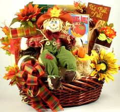 Cutest Fall Gift Basket For Thanksgiving & Fall Events Get ready to celebrate Fall with this adorable Fall gift basket! Delivers delicious Fall foods, Autumn gifts plus a whimsical Scarecrow on a hay bale. Fall Gift Baskets, Halloween Gift Baskets, Themed Gift Baskets, Raffle Baskets, Halloween Gifts, Holiday Baskets, Halloween Candy, Gourmet Food Gifts, Gourmet Gift Baskets