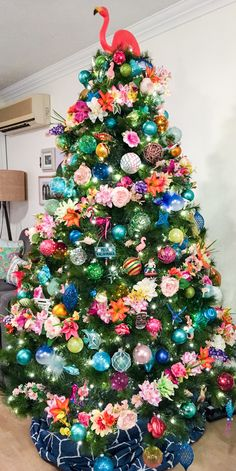 60 Tropical Christmas Decorations That You Would Fall In Love With Tropical Christmas Decorations, Unique Christmas Trees, Christmas Tree Themes, Holiday Tree, Christmas Tree Toppers, Beach Christmas Trees, Hawaiian Christmas Tree, Summer Christmas, Coastal Christmas