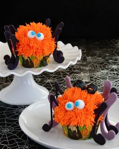 Spooky Spider Cupcakes on http://buttercreamblondie.com #Halloween