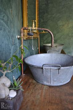 Salle de bain de style campagne dont le meuble sous vasque - Expolore the best and the special ideas about Luxury houses Decor, Vintage House, Deco, Bathroom Styling, Rustic Bathrooms, Bathrooms Remodel, Sink, Bathroom Inspiration, Rustic House