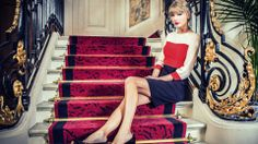 #Taylor #Swift in a #Beautiful #Staircase Very #Chic! She is such a #perfect lady. #Classy