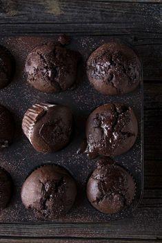 Muffins de chocolate y chocolate - Rezepte mit Schokolade - Easy Cookie Recipes, Donut Recipes, Muffin Recipes, Cupcake Recipes, Baking Recipes, Dessert Recipes, Chocolate Chip Muffins, Chocolate Cupcakes, Chocolate Recipes