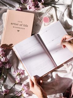 The 2018 Artist of Life Workbook (Digital) is a 92-page interactive PDF workbook to help you create your most inspiring & successful year. These questions and exercises are designed to guide you through self-discovery, exploration and fulfillment. This workbook will help you create your dream life from clarifying your vision to following through on execution. Here are the sections you will find in the 2018 Artist of Life Workbook (see description for details): Goodbye 2017 Hello ...