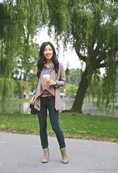 Easy fall outfit ideas for work & casual wear // fleece wrap cardigan + gingham shirt + ankle boots