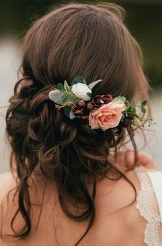 20 Gorgeous Wedding Hairstyles with Flowers for Fall - coiffure de mariage romantique avec fleurs, coiffure mariée, coiffure bohème, cheveux bruns attac - Wedding Hair Flowers, Hair Comb Wedding, Headpiece Wedding, Flowers In Hair, Wedding Bride, Bridesmaid Hair With Flowers, Wedding Makeup, Gown Wedding, Wedding Ceremony