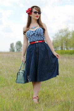The Erstwilder Harmonius Hydrangea necklace and a casual 50s style outfit with denim midi skirt