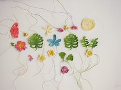 Under the nameSunday Dressed,Macarena Gomez shares his crochet art skills. Simple and whimsical. LOVE!