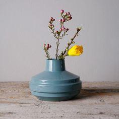 Low edged vase turquoise - Fenna Oosterhoff - BijzonderMOOI* Dutch design online