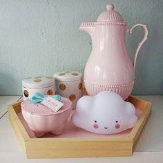 """634 Likes, 6 Comments - vendas@coisasdadoris.com.br (@coisasdadoris) on Instagram: """"Kit higiene moderno nos tons de branco, rosa e dourado! Que tal mudar o formato da bandeja e deixar…"""""""