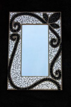 Black and White Mosaic Mirror - my least favorite. Mirror Mosaic, Mosaic Wall, Mosaic Glass, Fused Glass, Stained Glass Flowers, Stained Glass Panels, Mosaic Crafts, Mosaic Projects, Mosaic Designs