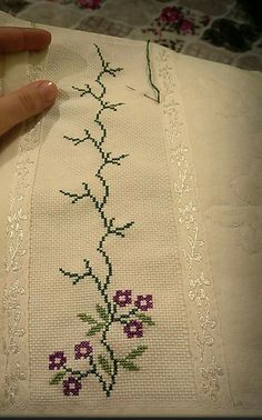 """Discover thousands of images about Cenefas toallas colchas etc [ """"Screenshots"""", """"Hsvlu"""" ] # # # Cross Stitch Borders, Cross Stitch Flowers, Cross Stitch Charts, Cross Stitch Designs, Cross Stitching, Cross Stitch Embroidery, Embroidery Patterns, Hand Embroidery, Cross Stitch Patterns"""