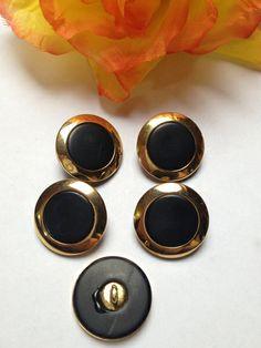 5 Kunststoffknöpfe sehr schön verarbeitet.  Farbe: Gold/Schwarz