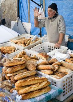 Napoli, Italia--How am I going to survive not eating bread! Sorrento, Italian Life, Italian Bread, Vision Photography, Naples Italy, Southern Italy, Daily Bread, Farmers Market, Italy Travel