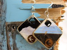 Best collection of free jewelry making tutorials, craft ideas, design inspirations, tips and tricks and trends Recycled Jewelry, Wooden Jewelry, Cali Style, Jewelry Making Tutorials, Leather Belts, Skateboards, Upcycle, Gems, Design Inspiration