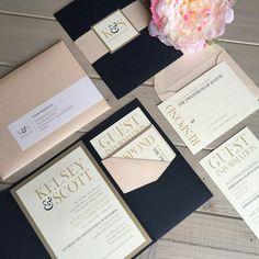 Navy Blush and Gold Wedding Invitations von InspirationIDoDesign