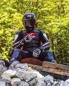 L'image contient peut-être: 1 personne, plein air et nature Biker Gear, Motorcycle Jacket, Sexy Biker Men, Motocross Bikes, New Week, Plein Air, Bikers, Motorcycles, Pictures