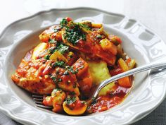 Nourish your body and soul with this hearty chicken cacciatore recipe. It quick to prepare, making it perfect for a family dinner any night of the week. Italian Dinner Recipes, Best Italian Recipes, Italian Chicken Dishes, Thai Beef Salad, Eggplant Dishes, Chicken Breast Fillet, Chicken Cacciatore, Easy Family Dinners, Chicken Recipes